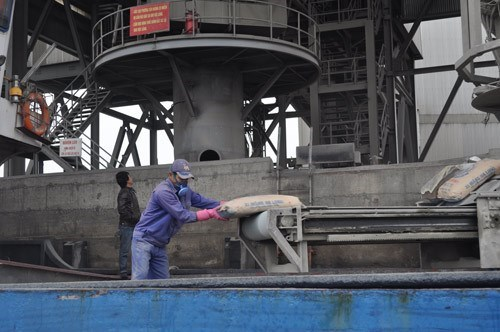 A file photo of a cement plant in Quang Ninh Province. Photo: Anh Vu/Thanh Nien