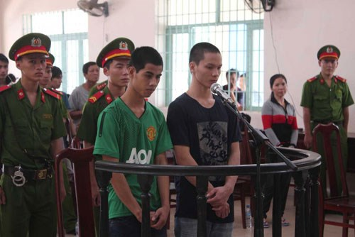 Phan Van Giau (R) and Thach Quy are seen at a court in the southern province of Dong Nai on June 13, 2014. Photo: Le Lam