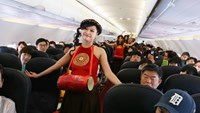 VietJet staff perform a Vietnamese folk song on the airline's maiden flight from Seoul to Hanoi on July 24, 2014. Photo credit: VietJet