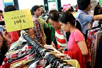 Saigonese flock to Tax mall's closing sales