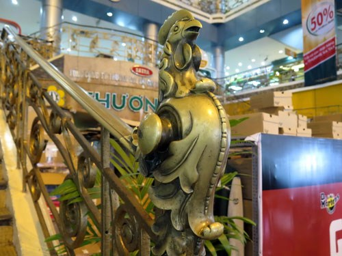 A banister contour at the Saigon Tax Trade Center carved in the shape of the Coq Gaulois (the Gallic Rooster). Photo: Doc Lap