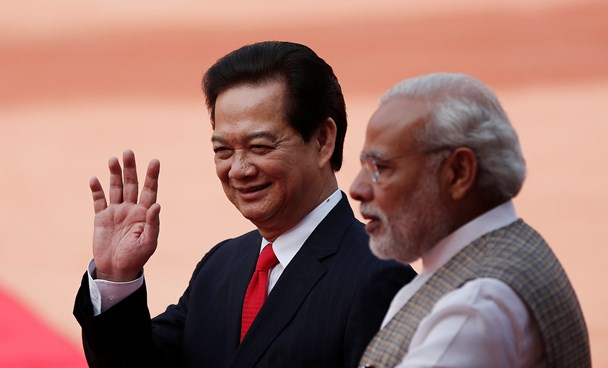 Vietnam's Prime Minister Nguyen Tan Dung (L) waves next to his Indian counterpart Narendra Modi during Dung's ceremonial reception at the forecourt of India's presidential palace Rashtrapati Bhavan in New Delhi October 28, 2014. Photo credit: Reuters
