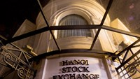 The Hanoi Stock Exchange stands in Hanoi. The State Treasury sold VND800 billion (US$37.5 million) of five-year bonds and VND200 billion of 10-year debt on November 13. Photo credit: Bloomberg