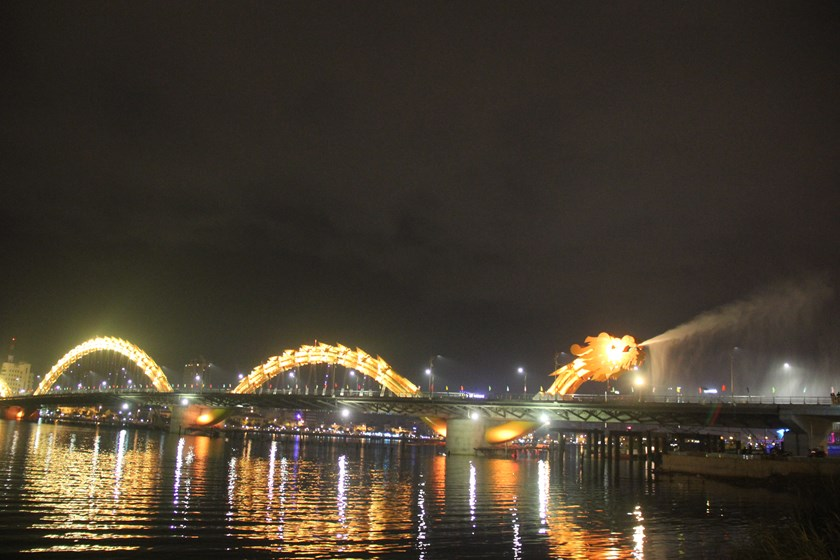 The Dragon Bridge in the central city of Da Nang at night. Photo: Nguyen Tu