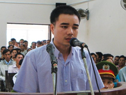 Ho Duy Hai speaks at the appeals court in Ho Chi MInh City in 2009. A local court has halted his lethal injection following relentless appeal from his family. File photo