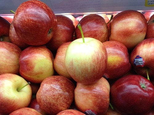 Vietnam imported more than 2,000 tons of fresh fruit -- mostly apple, pear, grape and cherry -- from Australia in the first ten months of this year.