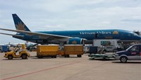A Vietnam Airlines plane is seen at Tan Son Nhat International Airport in Ho Chi Minh City. Photo: Mai Vong