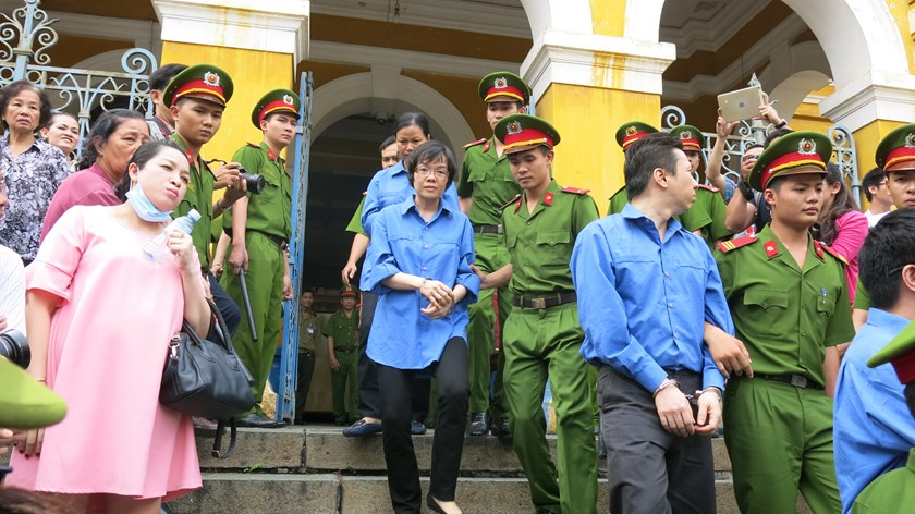 Huynh Thi Huyen Nhu (center), former head of the Dien Bien Phu office of Vietinbank in Ho Chi Minh City, being escorted out of a courtroom on January 7, 2015. Photo: Le Nga