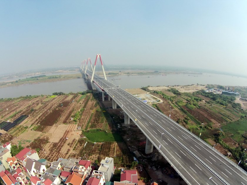 The 8.8-km Nhat Tan Bridge, a cable-stayed bridge over the Hong (Red) River in Hanoi. Photo: Ngoc Thang