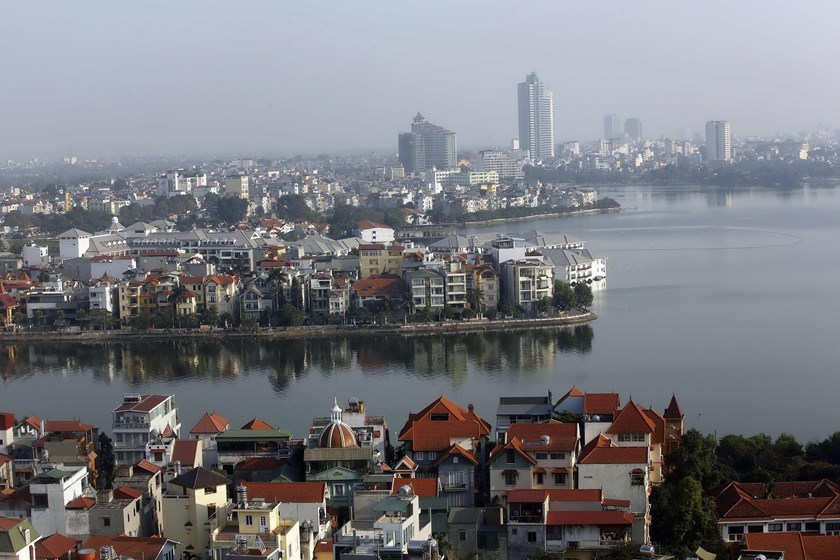 A view of West Lake and its surroundings in Hanoi. The Asian Development Bank will lend Vietnam $234 million for policy reform and improving public transport. Photo credit: Reuters