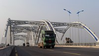Trucks drive on a newly built bridge in Hanoi on January 15, 2015. Investments in Vietnam's infrastructure will be more durable and effective if the country finds ways to incorporate social and environmental safeguards, an expert says. Photo: AFP