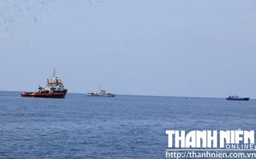 Rescuers continue to search for the two pilots and the black boxes. Photo: Mai Thanh Hai