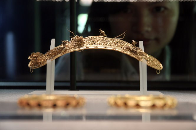 The golden tiara encrusted with gemstones of Nguyen Lords in the 18th century. Photo credit: Tuoi Tre