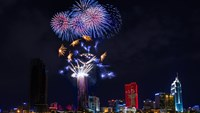 Fireworks light up HCMC sky to mark 40 years after war