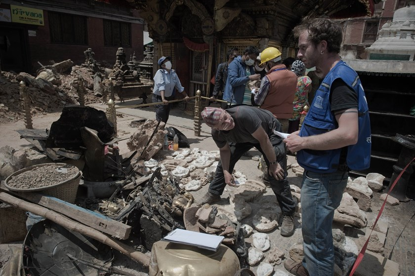 This picture taken on May 2, 2015, shows UNESCO staff sorting religious and historical artifacts at the damaged Swayambhunath temple in Kathmandu, following a 7.8 magnitude earthquake which struck the Himalayan nation on April 25. Photo: AFP