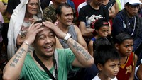 A fan of boxing icon Manny Pacquiao reacts after Floyd Mayweather Jr. was announced winner in the boxing bout at a public park in Marikina city, Philippines May 3, 2015. Photo: Reuters