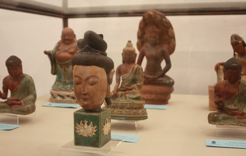 Ancient pottery items are on display in Hanoi. Photos: VnExpress