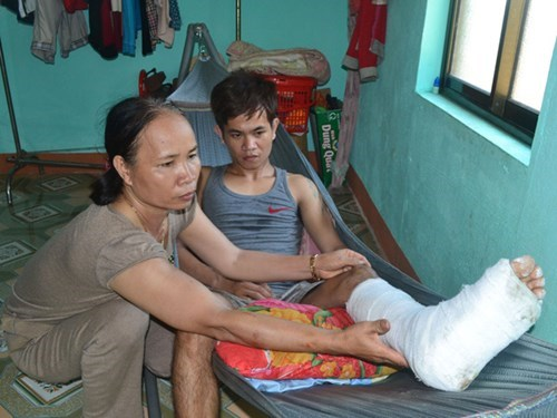 Fisherman Bui Tan Doan suffers a broken leg after his boat was continuously attacked with water cannons by a Chinese ship on June 7. Photo: Hien Cu