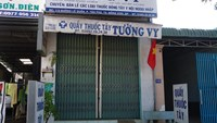 Pham Thi Ngoc Chien's drug store has been closed as she was arrested on Saturday for investigation for murder. Photo credit: Tuoi Tre