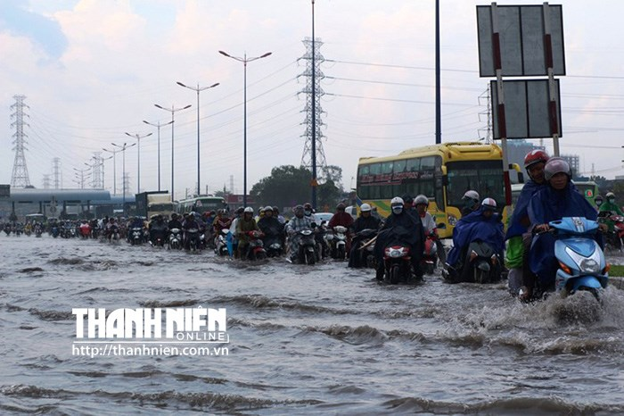 The Hanoi Highway was flooded after a heavy rain on July 23, 2015. Photo: Hoai Nhon