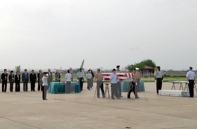 The repatriation ceremony takes place at Da Nang International Airport on September 9, 2015. Photo credit: Vietnam Plus