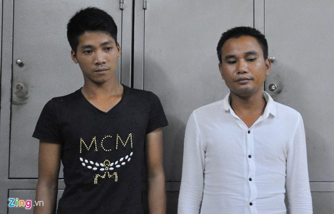 Pham Van Quynh (L) and Pham Van Chung at the police station. Photo credit: Zing