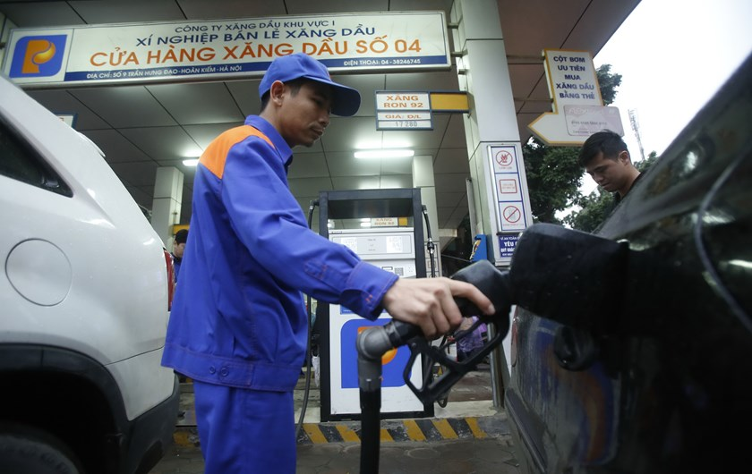 An attendant pumps petrol for a car at a petrol station in Hanoi. Photo: Reuters