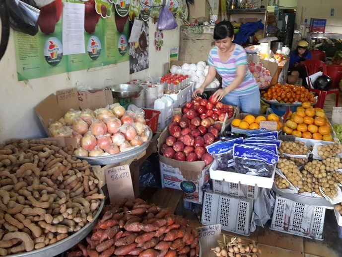 A fruit shop in the Mekong Delta city of Can Tho. Photo: Dinh Tuyen