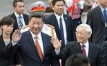 Chinese President Xi Jinping (C left) and Vietnamese Communist Party General Secretary Nguyen Phu Trong (C right) wave as they leave the Presidential Palace for the Headquarters of the Vietnam Communist Party for official talks in Hanoi on November 5, 2015. Photo: Hoang Dinh Nam/Reuters