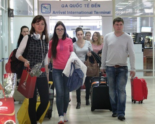 Russian tourists arrive at Cam Ranh airport in the central province of Khanh Hoa. Photo: Nguyen Chung