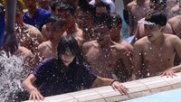 A group of men splash water on a woman at a water park in Hanoi on April 19, 2015. File photo