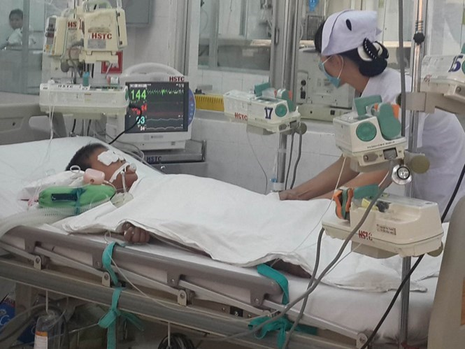 The six-year-old boy received treatment at the Dong Nai Children Hospital on November 28, 2015. He died here on the same day. Photo: Le Lam
