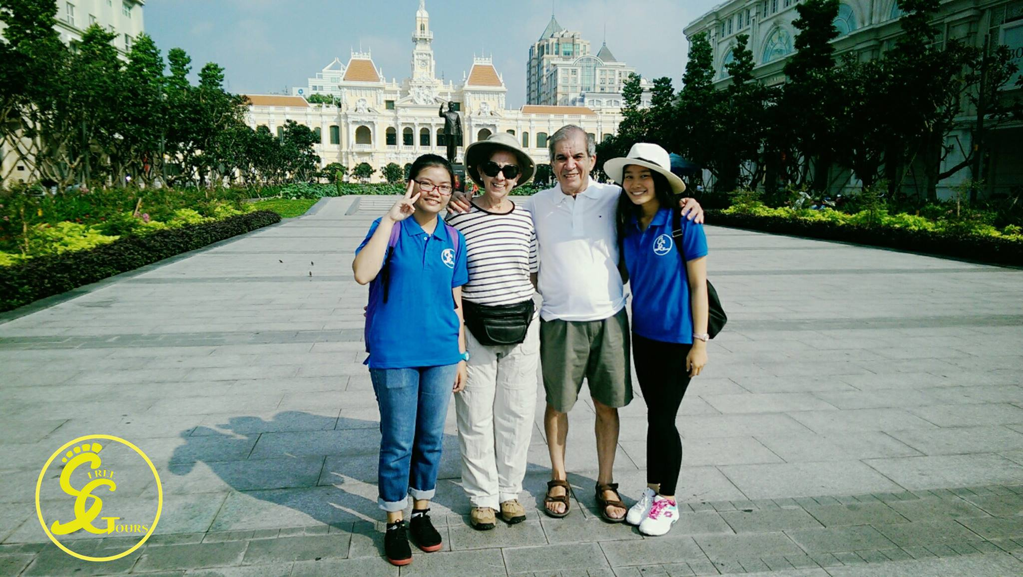 Discover Saigon with free English-speaking tour guides