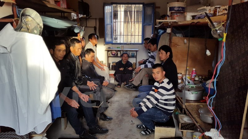 Vietnamese workers sit in their room in Algeria as they have stopped working for Zhejiang Construction Investment Group since Wednesday after the Chinese company deducted their wages without providing any reason. Photo credit: Thanh Binh/Vietnam Plus