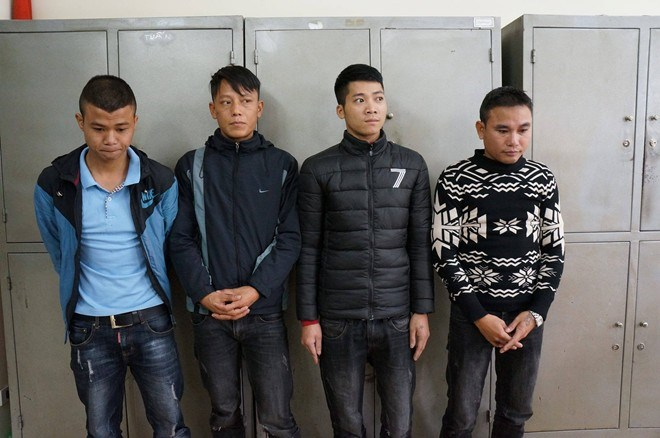 The four shoe-shiners at the police station. Photo: Viet Duc/Zing