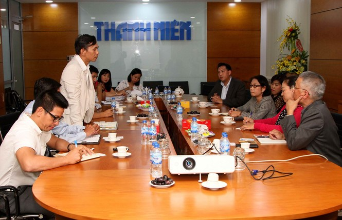 The representatives of Thanh Nien Newspaper and Thailand's Matichon Group discuss bilateral cooperation at a meeting in Ho Chi Minh City on January 2, 2016. Photo: Kha Hoa
