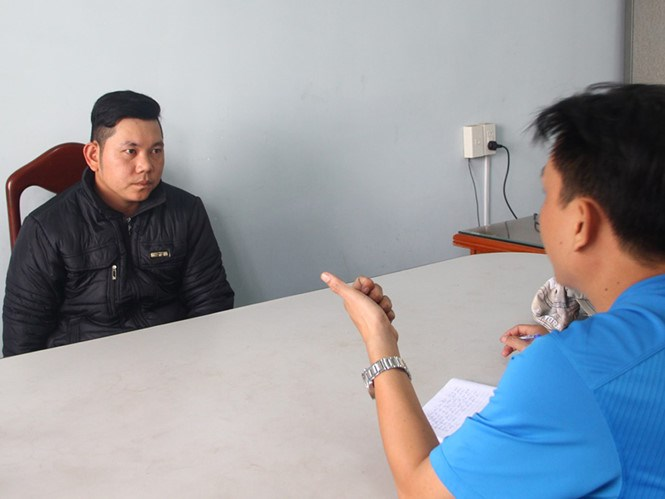 Truong Minh Hung (left) at the police station. Photo: Nguyen Chung