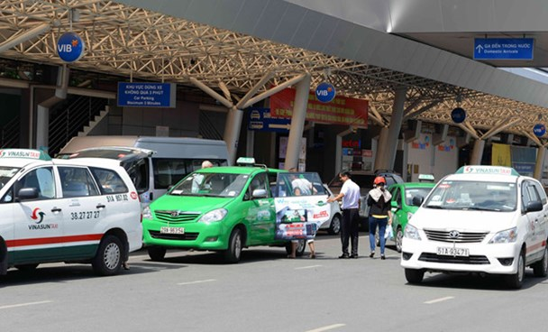 Taxi cabs at Tan Son Nhat International Airport in Ho Chi Minh City. Photo: Diep Duc Minh