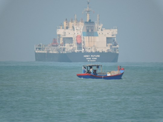 The accident occurred on Monday when the Hony Future ship was some 150 nautical miles from Vung Tau. Photo credit: Nguoi Lao Dong newspaper