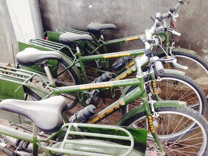Bikes of police officers in Trung Van Ward, Nam Tu Liem District, covered in dust and grime. Photo: An Chien