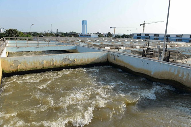 The high salt concentration in Saigon River is badly affecting Tan Hiep water plant's production. Photo: Diep Duc Minh