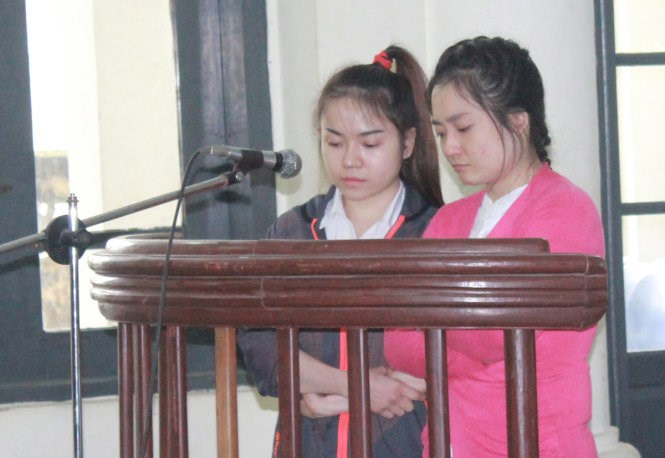 Tran Duc Thuy Lien (R) and Doan Ngoc Minh at a court in Ha Long Town on March 25, 2016. Photo credit: Duc Hieu/Tuoi Tre