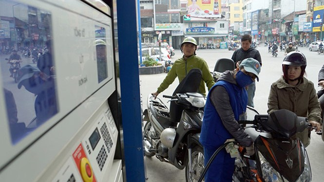 A gas station in Hanoi. Photo: Ngoc Thang/Thanh Nien