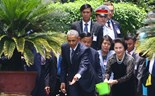 Obama visits President Ho Chi Minh's historic house during Vietnam trip
