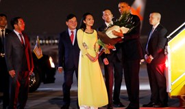 US President Obama arrives in Hanoi to strengthen economic, security ties