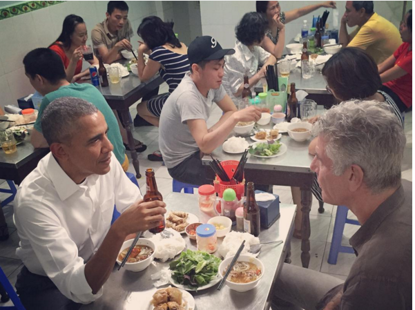 Obama eats like a local in Hanoi during landmark Vietnam visit