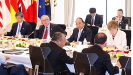 Vietnamese Prime Minister Nguyen Xuan Phuc (second row, second from right) attends the G7 outreach meeting in Ise-Shima, Mie Prefecture, Japan on May 27, 2016. Photo credit: VNA