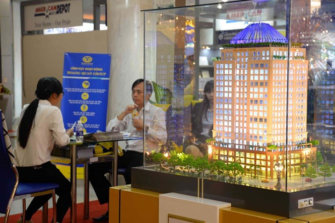 Vietnam's real estate sector currently depends heavily on loans from banks and funds from customers. Photo: Diep Duc Minh/Thanh Nien