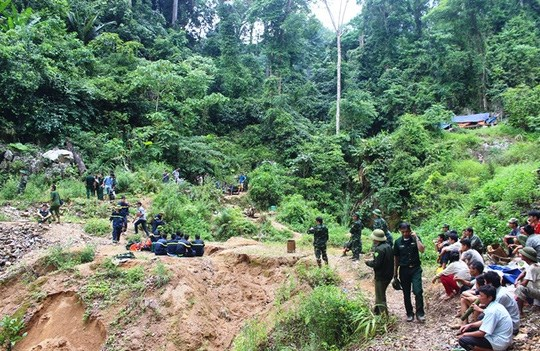 Rescuers have recovered the bodies of three miners at an illegal gold mine in Thanh Hoa Province. Photo credit: Tuan Minh/Nguoi Lao Dong