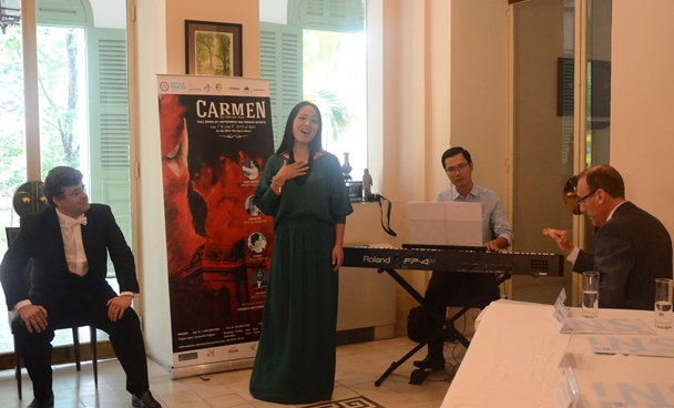 Vietnamese mezzo-soprano Thanh Huyen performs at the press briefing to introduce the opera on June 23, 2016. Photo courtesy of the French Consulate in Ho Chi Minh City
